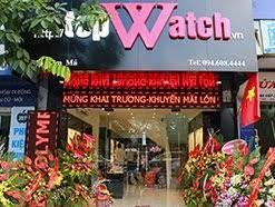 """TOP 10 shop đồng hồ nam ở sài gòn: Người ta vẫn nói chỉ có thời gian là vĩnh cửu, mọi thứ trên thế giới này có thể lụi tàn hoặc thụt lùi chỉ có thời gian là không bao giờ phai mờ. Chính vì vậy hãy trân trọng thời gian mình đang có bằng một chiếc đồng hồ chính hãng. Nếu bạn là nam hãy đeo đồng hồ giúp bạn kiểm soát thời gian và là phụ kiện để khẳng định địa vị. Nếu bạn là phái đẹp thì đồng hồ sẽ là phụ kiện thời trang sành điệu nhất dành cho bạn. Tuy nhiên mua được một sản phẩm chính hãng không phải là việc dễ dàng khi thị trường """"thật giả lẫn lộn"""" quá nhiều. Hãy cùng http://TOP 10 shop đồng hồ nam ở sài gònđiểm danhmột số cửa hàng chuyên các sản phẩm chính hãng tại Tp HCMnhé"""